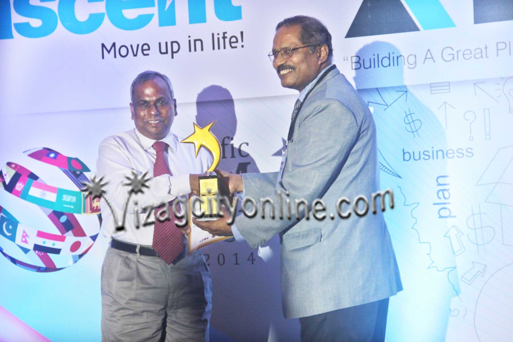 Dredging Corporation bags award for   Organization with Innovative HR practices Capt.D.K.Mohanty,CMD,DCI receiving the Organization with Innovative HR practices Award